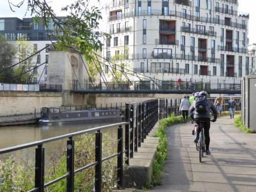 Bath Riverside: traffic-free pedestrian and cycle access
