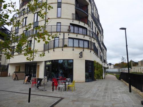 Bath Riverside: coffee stop in the scheme