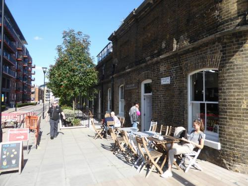 Royal Arsenal Riverside: places to work and relax