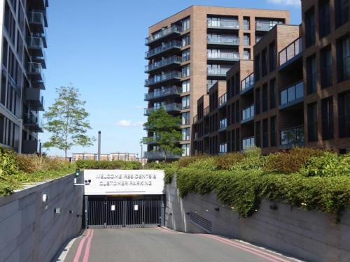 Royal Arsenal Riverside: parking underground