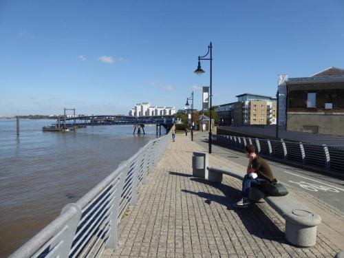Royal Arsenal Riverside: path and riverboat terminal