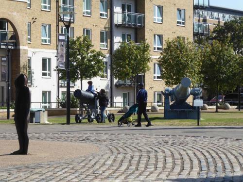 Royal Arsenal Riverside: cannon and Antony Gormley men